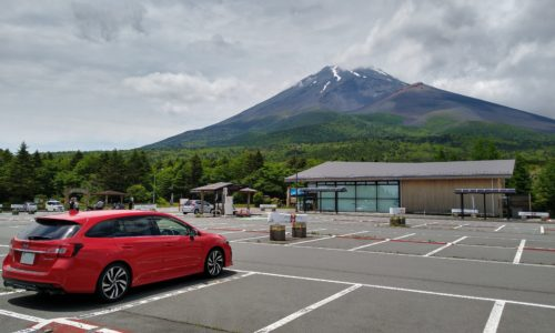 富士山とレヴォーグ